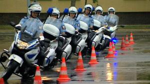 Piękne policjantki, zagraniczne mundury i motocykle