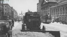 Śnieg na Krakowskim Przedmieściu, Warszawa 1938r. (Narodowe Archiwum Cyfrowe, syg. 1-G6689-3)