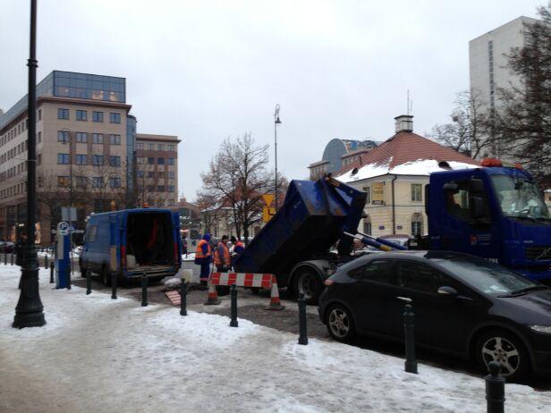 Awaria wodociągowa na ul. Chłodnej Karol Kobos / tvnwarszawa.pl