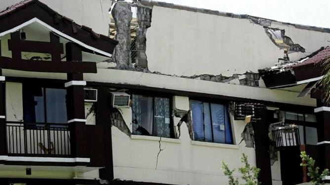 Ofiary śmiertelne, tysiące zniszczonych domów. <br />Katastrofalne trzęsienia ziemi